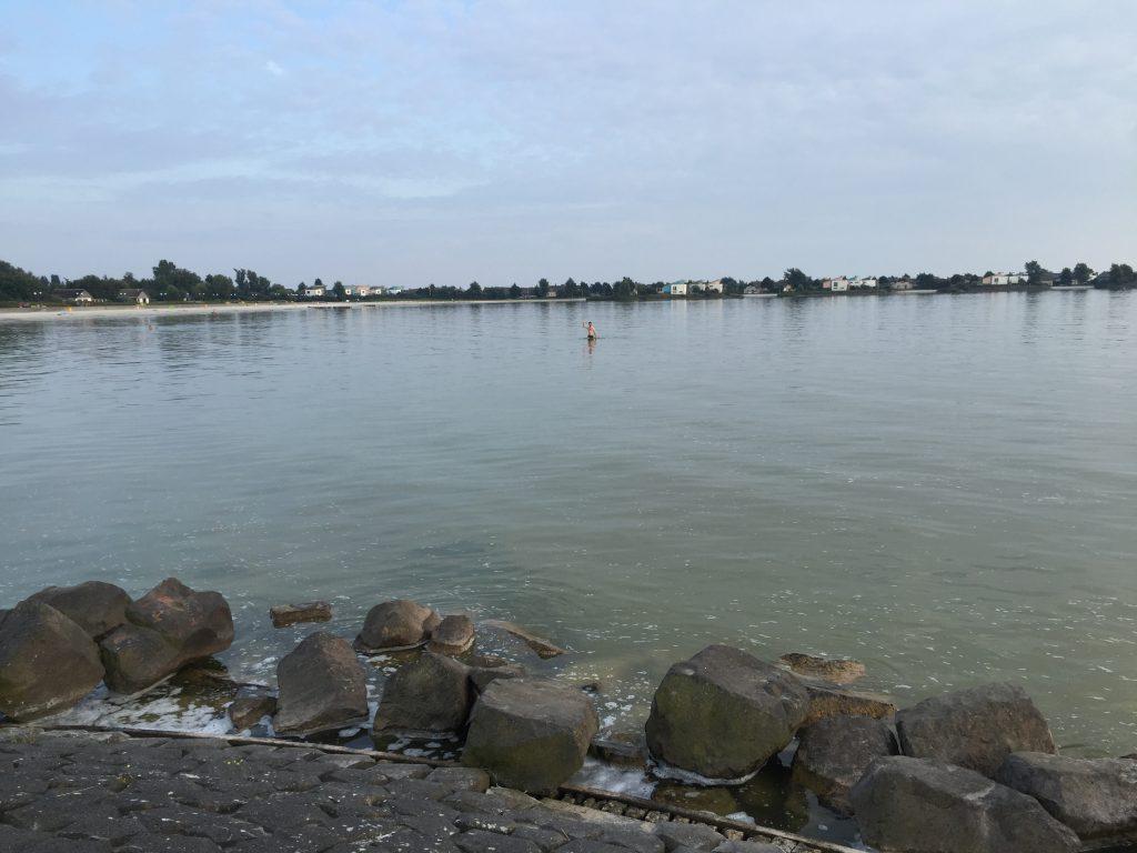 Strand am Ijsselmeer in Makkum.